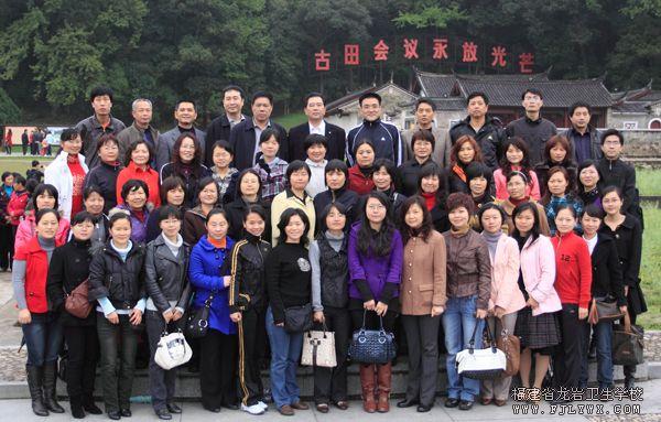 我校组织女教工参观古田会议旧址庆祝三八节