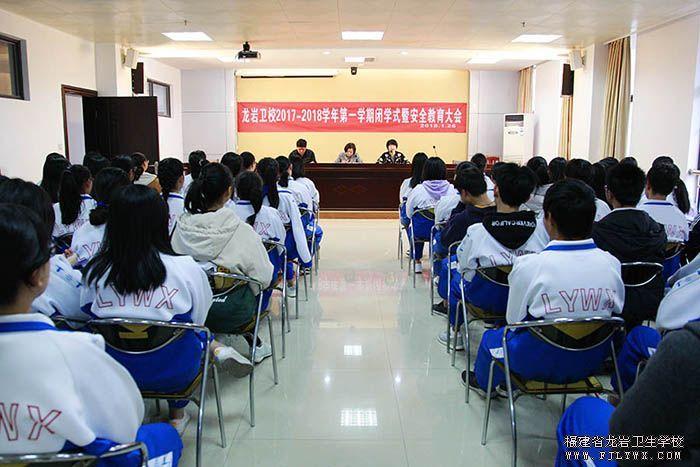 700  在全体学生会议上动员鼓励学生参加高职招考.jpg
