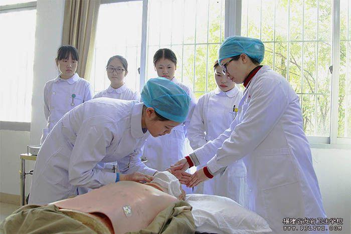 700辅导学生心肺复苏术操作.jpg