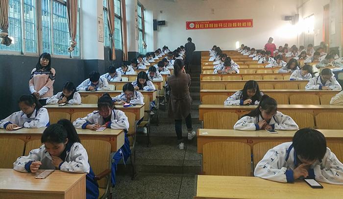 """龙岩卫校首次使用""""学习通""""手机端进行无纸化考试"""