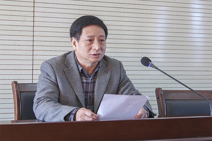 期末教工大会举行  钟柳芳书记作学校工作总结