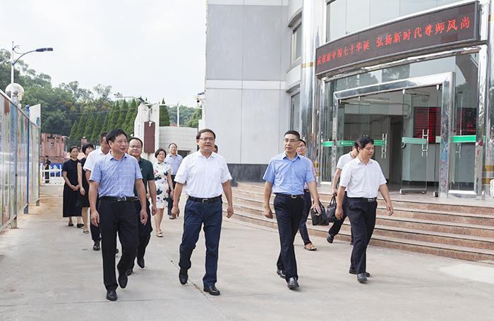 张斌副市长到龙岩卫校慰问教师
