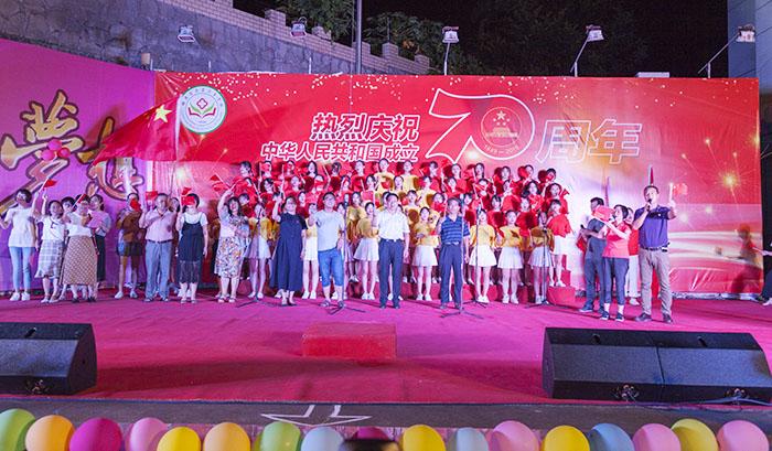 1500名师生唱响祖国赞歌