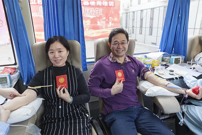 龙岩卫校联合多部门开展无偿献血暨防艾宣传进校园活动