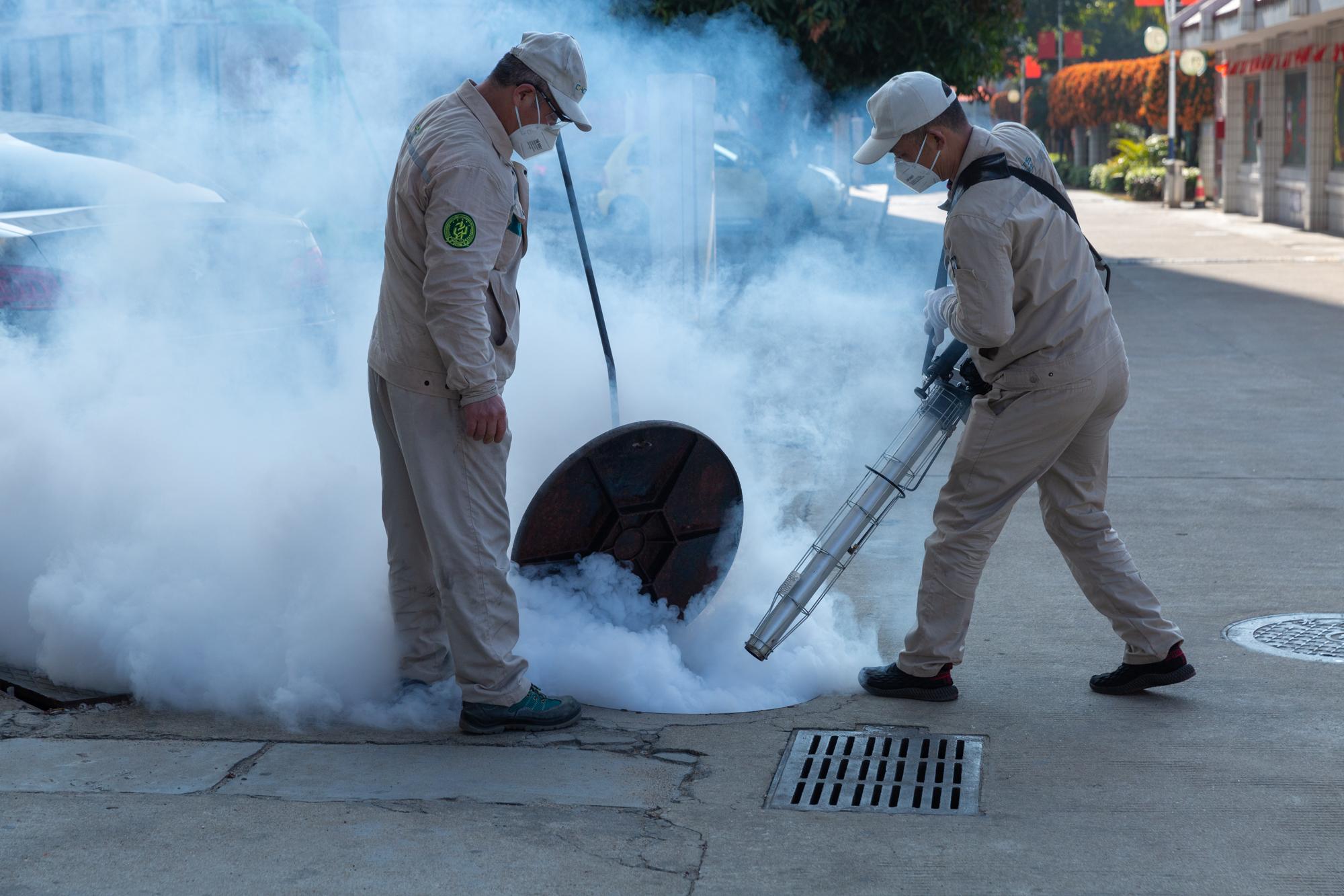 我校对校园环境进行第一次消毒消杀