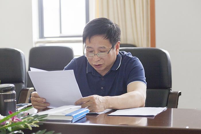 校党委理论学习中心组举行3月份集中学习